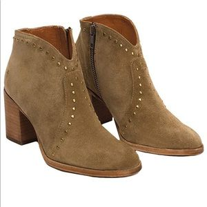 New Frye Nora Studded Suede Ankle Boots Size 7.5